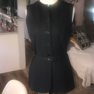 Ann Taylor sleeveless fitted jacket. 6 Black